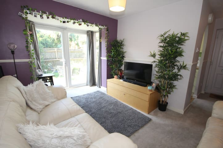 Beautiful, clean 1 Bed House and Garden