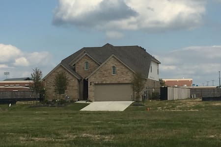 New home at creekside park - Tomball - บ้าน