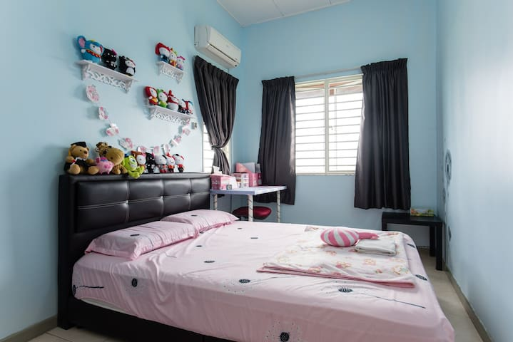 Cozy room nearby Puchong LRT - Puchong - Apartment