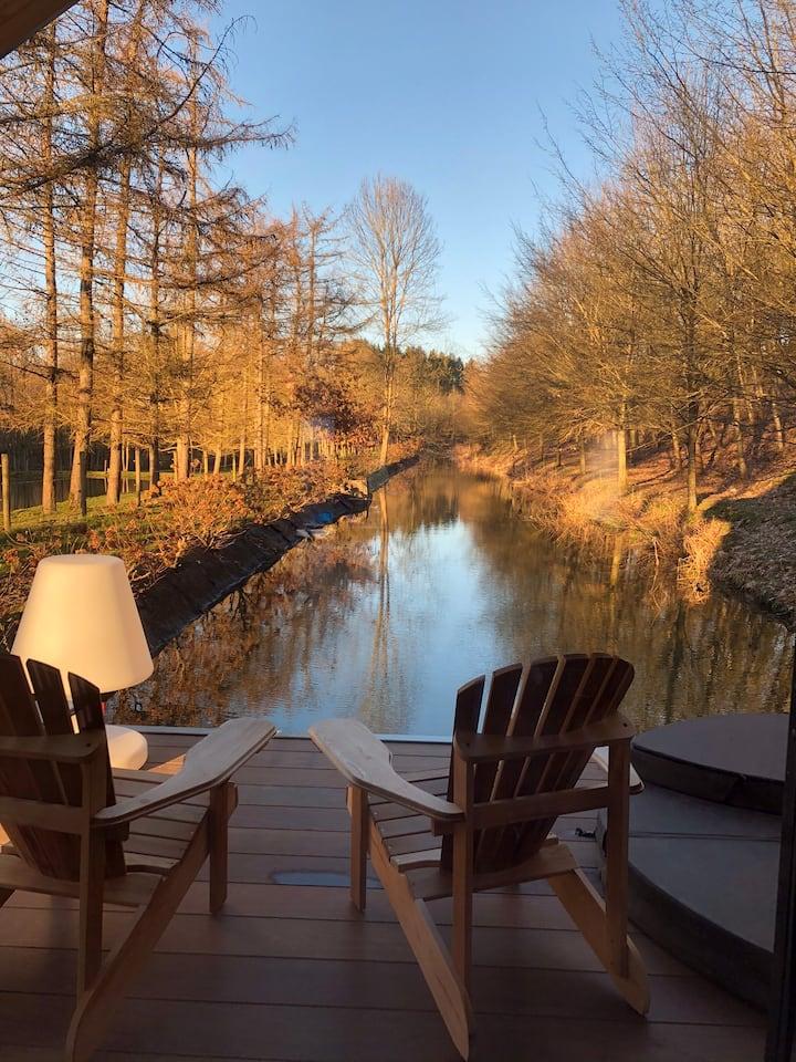 Domaine les ÉtangsduFrancbois - cabin op het water