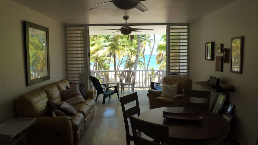 Beach Front Corner Apartment - Spectacular View - Luquillo - Byt