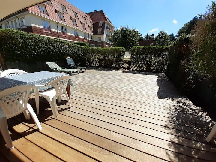 Nice flat with big terrace & heated swimming pool