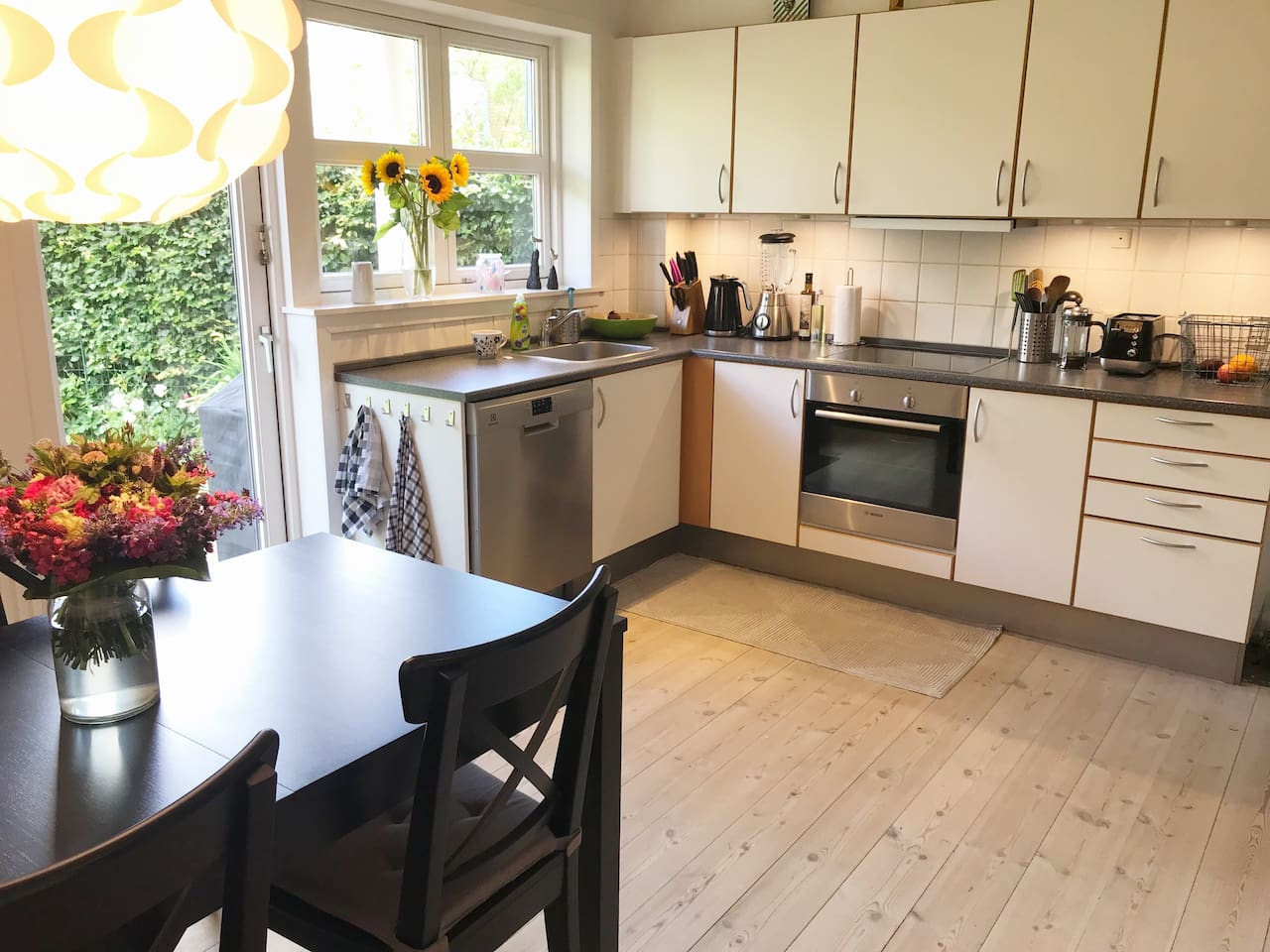 Spacious kitchen with dining table