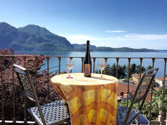 Attic in Villa with Amazing Lake View - Verbania - Huoneisto