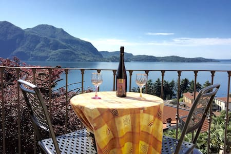 Attic in Villa with Amazing Lake View - Verbania - 公寓