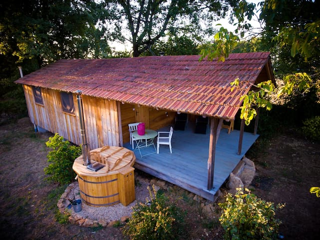 Little Owl Cabin (Le Petit Hibou) with hot tub spa - Espinas - Cabana