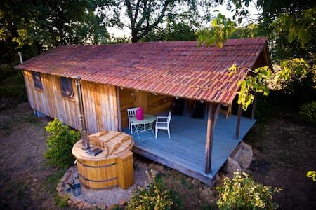 Little Owl Cabin (Le Petit Hibou) with hot tub spa - Espinas - กระท่อม