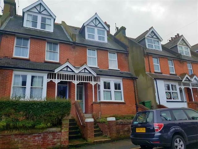 3 bedroom house in Old Town Eastbourne