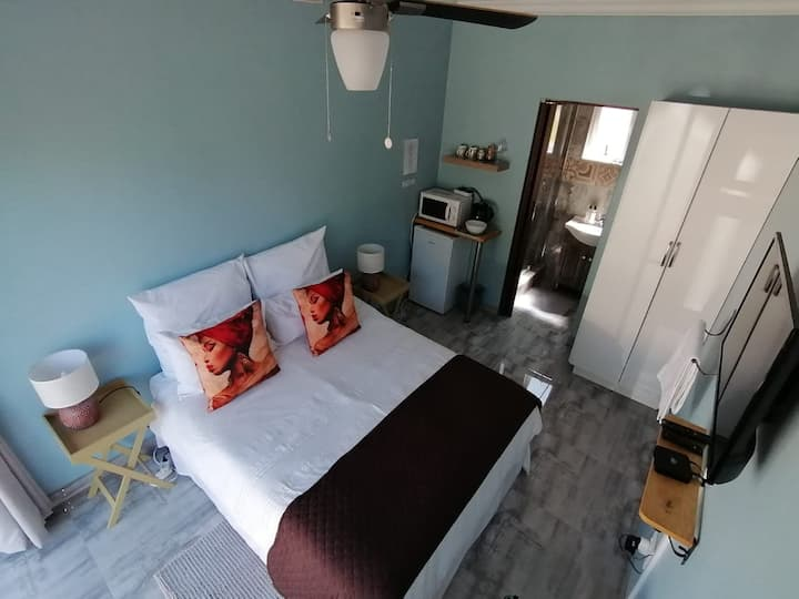 Queenz B&B Private bedroom with private bathroom 1