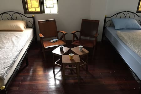 3 People Private Room(Roly Hostel) - Yangon - Dormitório