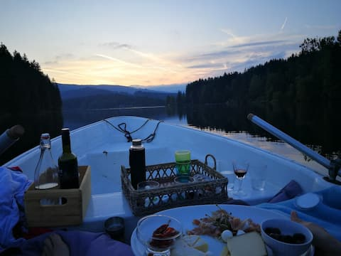 Summerdream at the lake. For a couple or three.