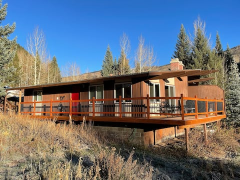 Cozy Secluded Riverfront Cabin Fireplace Parking