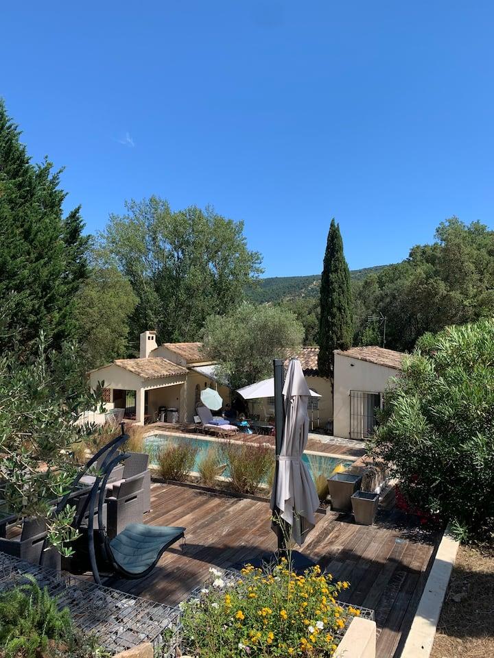 Magnifique villa discrète entourée de nature