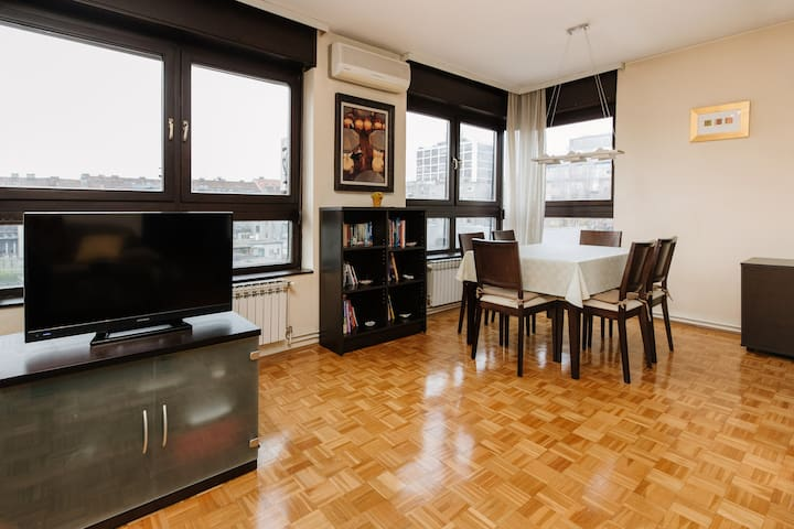 Sunny apartment with parking & elevator in centre