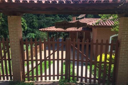 Casa Alvenaria p/20 pessoas LINDA CASA - Joanópolis - Haus