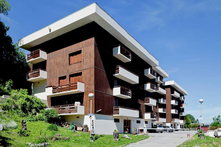 Apartment for nine people with balcony and parking in Courchevel