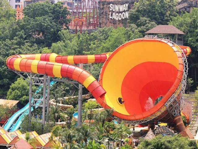 Nearby: Sunway Lagoon (pic from Google Image)