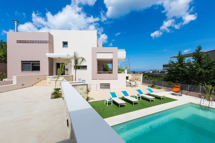 Peris Luxury Villa In Chania, Private Pool, 1km From The Beach