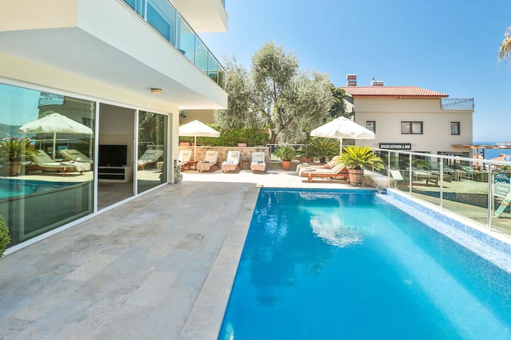 Babylon: Stunning views, Pool, A/C, Roof Terrace