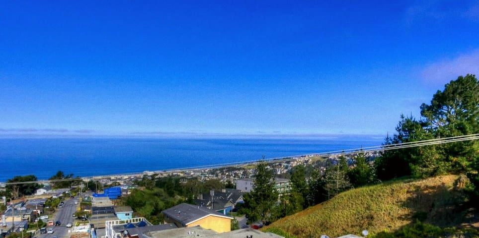 Serene Ocean Getaway - Pacifica - House
