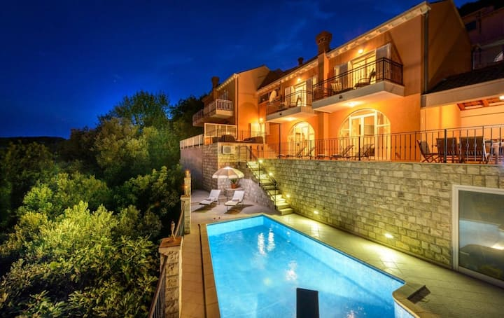 Quiet Family Villa with a View of the Bay of Zaton