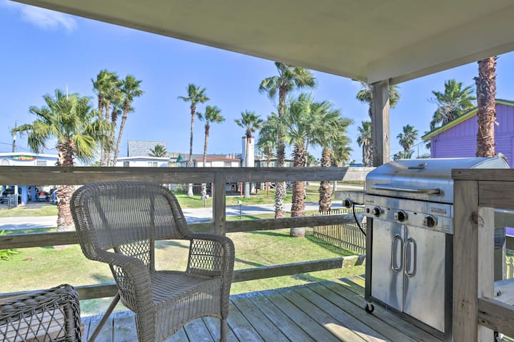NEW! Pet-Friendly Gulf Coast Haven - Walk to Beach