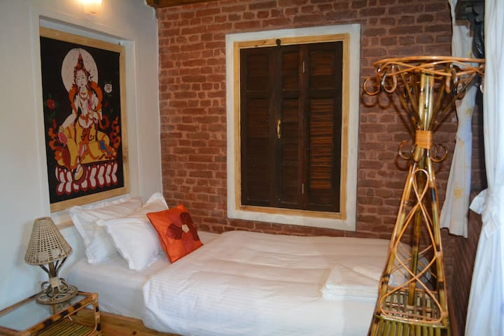 Terrific single Bedroom with private Terrace - Patan - Bed & Breakfast