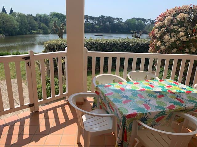 Appart 5 pers Vue sur lac Terrasse couverte jardin