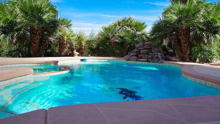 *SANITIZED* VILLA - 6 bdrm, 4bth w/Heated Pool+SPA