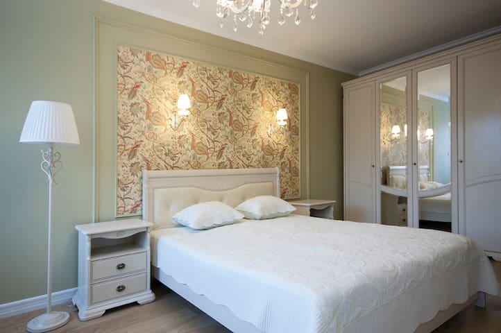 Уютные и светлые апартаменты между двух парков - gorod Sankt-Peterburg - Appartement
