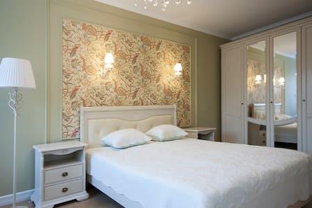 Уютные и светлые апартаменты между двух парков - gorod Sankt-Peterburg - Pis