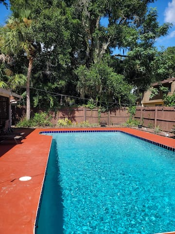 Room in home close to airport & downtown Orlando