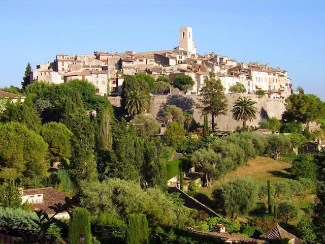 Two Bedroom Apartment in St Paul de Vence village