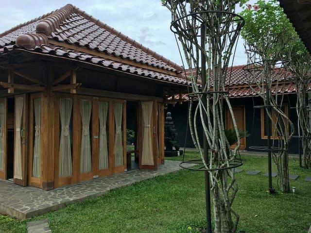New Javanese Style Villa - Magelang - Villa