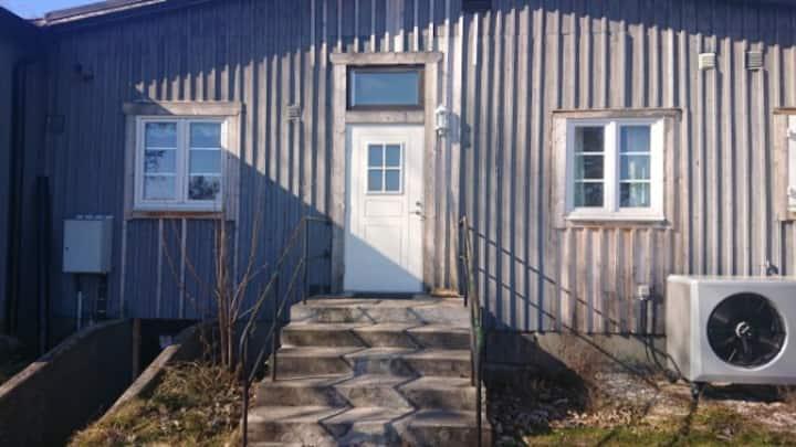 Billigt boende i Lärbro-trebäddsrum