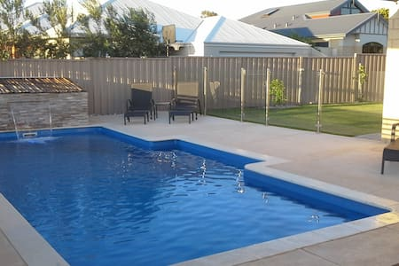 Amaroo Luxury apartment with sea views - Singleton - Serviced apartment