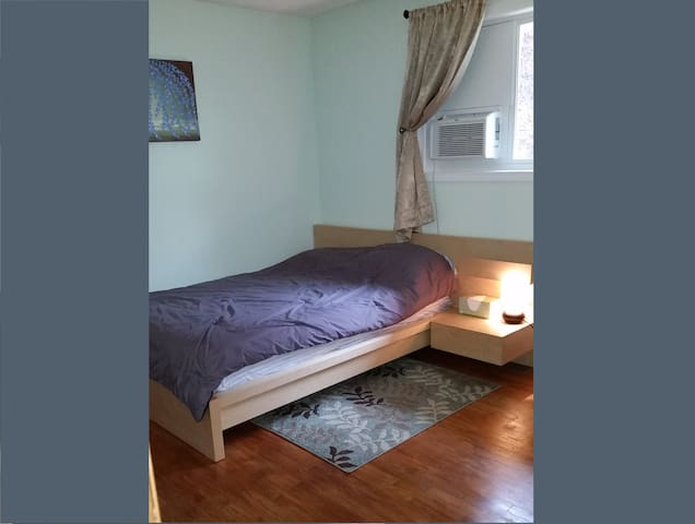 Comfy & convenient room in four corners area. - Salem - Dům