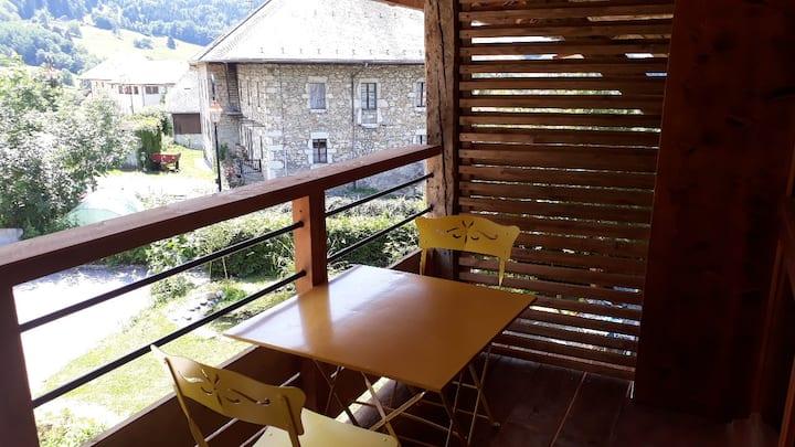 Appartement avec balcon dans le village