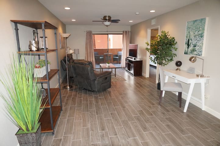 Fully renovated North Phoenix condo has it all!!