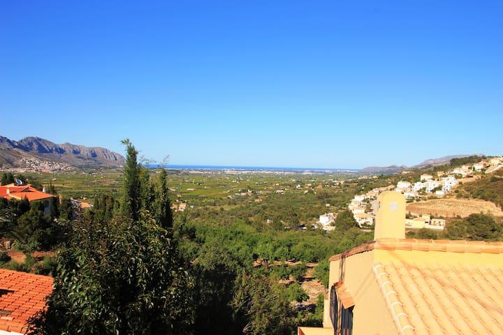 zauberhafte Wohnung mit Blick auf Meer und Berge - Orba - Appartement