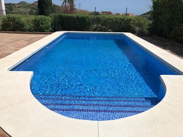 pool & ensuite SEA VIEW Suite 25min to Marbella
