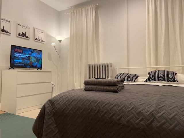 Private & Awesome Room in Queens!