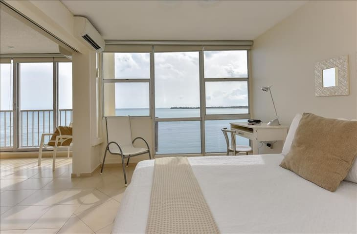 Chic Beachfront Getaway - Just Renovated Isla Verde 1B/1B/1Prk - Carolina