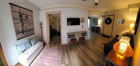 Cozy Guest Quarters w/ Private Entrance & Living.
