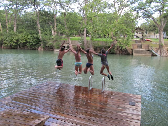 FoxDen-Guadalupe River, Canyon Lake, New Braunfels