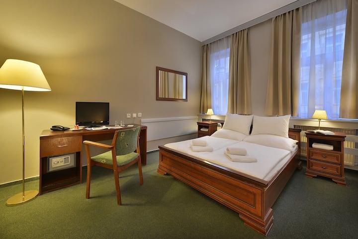 Three Crowns Hotel, Double Room Economy