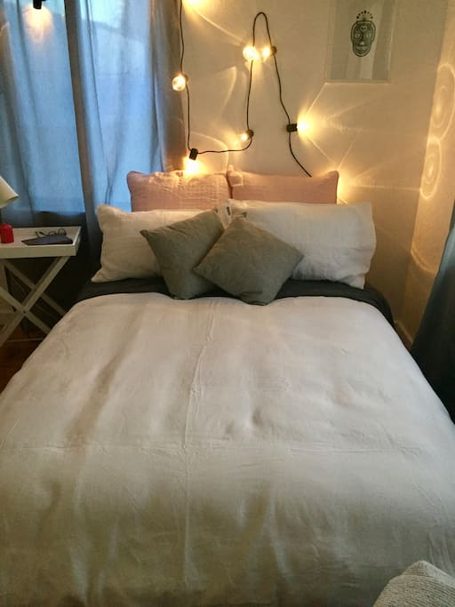 Snuggle into French linen sheets and duvet with a good book or a good sort.