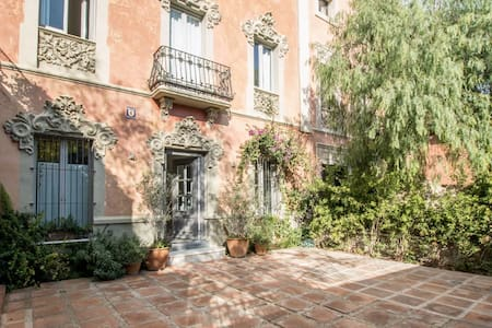 Urban Villa- Historic Home in Heart of Sarria - Barcelona