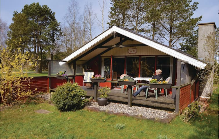 Holiday cottage with 2 bedrooms on 62m² in Hals