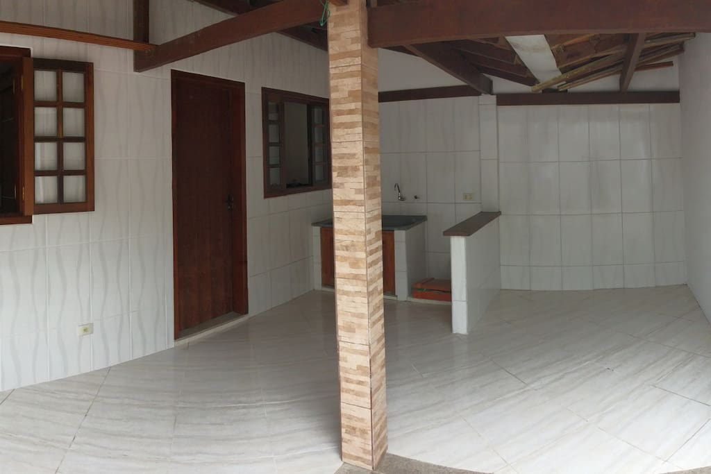 Lavanderia e área de churrasqueira